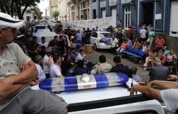 Los policías fueron procesados por sedición.